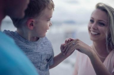Strategie di marketing per la Festa della Mamma e del Papà Blog Cover